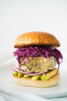 Aprenda a fazer um hamburguer vegetariano, feito a base de quinoa e grão de bico.
