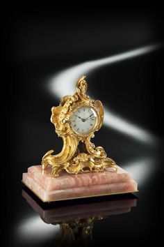 These clocks embody all the opulence and style of Baldi design. Elegant and decorative, they add a touch of personality to every luxury villas. Baldi Paris clock in pink quartz and gold plated bronze Large Vintage Wall Clocks, Antique Clocks, Classic Clocks, Wall Clock Online, Design Apartment, Classic Artwork, Wooden Clock, Pink Quartz, Vintage Wood