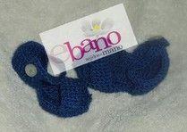 Escarpín tejido con forma de sandalias color azul (Knit baby booties sandals shaped, color blue)