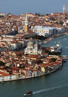Прекрасная, чарующая и сказочная Венеция).