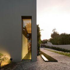 via www.thealzblog.com | House in Estoril, Portugal by Frederico Valsassina Arquitectos | Photography: FG+SG – Fotografia de Arquitectura