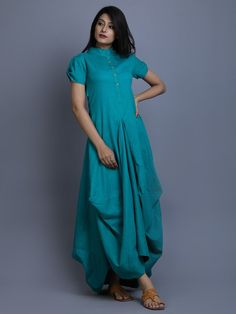 It's a cotton linen green cowl dress with roll on sleeves. Kurta Designs, Blouse Designs, Western Dresses, Indian Dresses, Linen Dresses, Cotton Dresses, Little Doll, Draped Dress, Drape Gowns