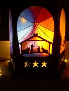 Lantern Christmas Classroom Door, Christmas Nativity, Diy Christmas Ornaments, Christmas Humor, Christmas Decorations Drawings, Front Door Christmas Decorations, Christmas Door Decorating Contest, Waldorf Crafts, Window Art