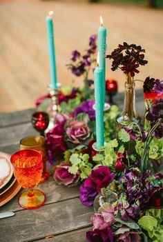13. Floral Flair No one said that you have to decorate your Thanksgiving table with only fallen brown, red, and yellow bits of nature. Deep purples and turquoise are an unexpected combo for this autumn holiday.
