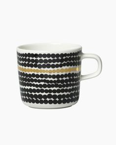 This Oiva coffee cup is made of white stoneware and it is decorated with the black and white Räsymatto pattern with one golden stripe. In we celebrate the anniversary of the popular Siirtolapuutarha and Räsymatto patterns which were designed by Marimekko, Cute Coffee Mugs, Coffee Cups, Coffee Time, Ceramic Tableware, Colorful Decor, Minimalist Design, Kitchen Dining, Stoneware