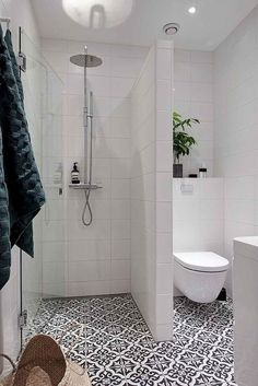 Small bathroom - clever tricks that make the bathroom appear larger - Fresh ideas for the interior, decoration and landscape, Walk-in shower chic toilet separate patterned floor tiles small bathroom style elegance. Bathroom Design Small, Modern Bathroom, Bathroom Ideas, Bathroom Designs, Bath Ideas, Bathroom Showers, Master Bathroom, Restroom Ideas, Bathroom Mirrors