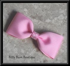 Learn how to make a very simple and easy hair bow that is perfect for all ages.