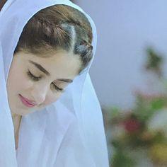 Image may contain: 1 person, closeup Muslim Couple Photography, Girl Photography, Beautiful Muslim Women, Beautiful Hijab, Cute Girl Photo, Girl Photo Poses, Beauty Full Girl, Cute Beauty, Mahira Khan Dresses