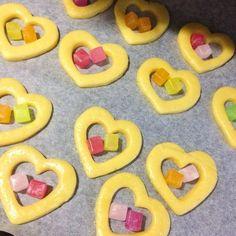 キュービィロップにこんな使い方があるなんて!くり抜いたクッキー生地に入れて焼くと…3枚 | COROBUZZ