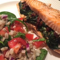 Gevulde zalmfilet uit de oven – Samen Bourgondisch Cooking Recipes, Healthy Recipes, Italian Recipes, Seafood, Good Food, Food And Drink, Low Carb, Fish, Meat
