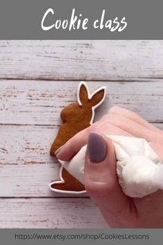 Easter Cookies, Easter Treats, Cupcake Cookies, Sugar Cookies, Royal Icing Decorated Cookies, Sugar Cookie Royal Icing, Cupcake Cake Designs, Cookie Designs, Cookie Decorating Party