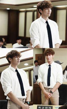 """D-Day"" Kim Yeong-kwang's smile at court @ HanCinema :: The Korean Movie and Drama Database"