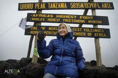 Le 29 octobre 2014, Angela Vorobyeva, 86 ans, a atteint le pic Uhuru situé à 5 895 mètres d'altitude. Depuis, le nom de cette femme originaire de Sibérie a été enregistré au livre Guiness des records, comme étant la personne la plus âgée à avoir gravi le mont Kilimanjaro, en Tanzanie.