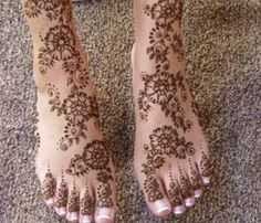 henna-mehndi-design-on-feet-light-design-.1.jpg (449×385)