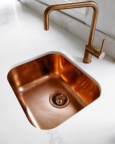 Ready to fall in love with Copper all over again? our Variant 40 Copper sink combined with matching Copper tap in the sparkling new kitchen of one of our fabulous client's Kat Williams We want it and we want it NOW!