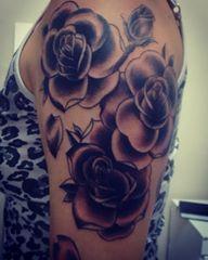 Roses tattoo by: Lucas Rechia
