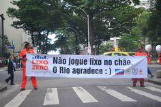 """Lançado na cidade do Rio de Janeiro, oPrograma Lixo Zero começa a multar pessoas que jogam lixo na ruas. Aprovada desde 2001, a lei entrou em prática ontem, dia 20, e já detectou mais de 110 infratores. As multas são de R$ 157 por descartar bitucas de cigarro ou lixo equivalente a até uma lata...<br /><a class=""""more-link"""" href=""""https://catracalivre.com.br/rio/cidadania/indicacao/quem-joga-lixo-na-rua-passa-a-ser-multado-no-rio-de-janeiro/"""">Continue lendo »</a>"""