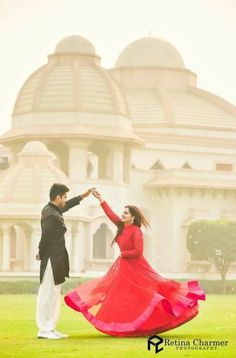"Photo from Retina Charmer Wedding Photography Atelier ""Portfolio"" album Pre Wedding Shoot Ideas, Pre Wedding Poses, Wedding Couple Poses Photography, Pre Wedding Photoshoot, Bridal Photography, Wedding Pics, Wedding Couples, Wedding Events, Post Wedding"