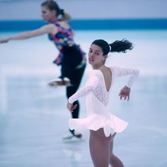 continues to be known as the day one of the biggest sports scandals in American history took place. Olympians Tonya Harding and Nancy Kerrigan Kurt Browning, Nancy Kerrigan, Tonya Harding, History Taking, Having An Affair, Colin Firth, Skating Dresses, Interesting History, Margot Robbie