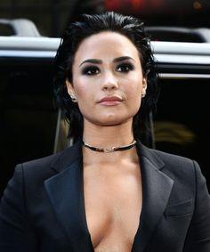 Demi Lovato posts lingerie photo for a gorgeous #NoPhotoshop selfie (mildly NSFW?)