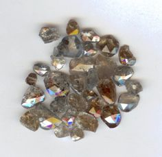 Rose Colored Diamonds So Nice Semi Precious Gemstones, Precious Metals, Clay Flowers, Rocks And Gems, Raw Diamond, Gems And Minerals, Painting Inspiration, Stones And Crystals, Colored Diamonds