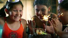 Tiededokumentti: Pienet suuret tytöt. Ohjelmassa myös kemikaalien vaikutuksesta puberteetin aikaistumiseen.