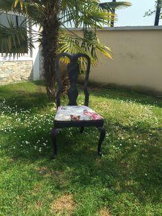 Chaise restaurée noir beige baroque Vintage fleurs roses papillons Shabby Chic de la boutique Monautrefois sur Etsy