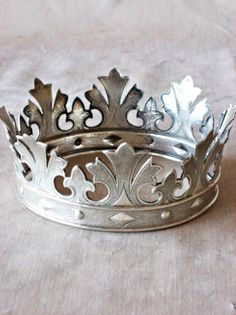 Antique French crown, I could so copy this pattern & make my own for a beautiful Birthday crown!