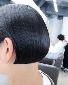 Shaved Bob, Shaved Nape, One Length Bobs, Angled Bobs, Bald Hair, Hair Tattoos, Hair Dye Colors, Short Bob Hairstyles, Bowl Cut