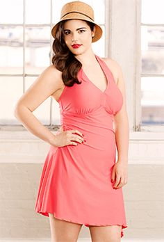 Bring out your inner Marilyn Monroe with this sexy plus size coral swimsuit! Plus Size Swimwear, One Piece Swimwear, One Piece Swimsuit, Swimsuits For All, Women Swimsuits, Big And Tall Outfits, Plus Size Outfits, One Piece For Women, Mens Big And Tall