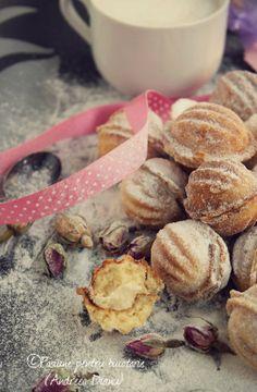 Nuci umplute | Pasiune pentru bucatarie Romanian Desserts, Romanian Food, Romanian Recipes, New Dessert Recipe, Cake Recipes, Dessert Recipes, Delicious Desserts, Yummy Food, Sweet Bakery