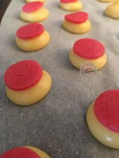 """""""Michalak"""" vanilla cream crackers - Hello everyone, last night I had fun making mini colored cracker cabbage, a recipe that comes from - Eclairs, Profiteroles, Pastry Recipes, Gourmet Recipes, Sweet Recipes, Dessert Recipes, Fancy Desserts, Just Desserts, Pasta Choux"""