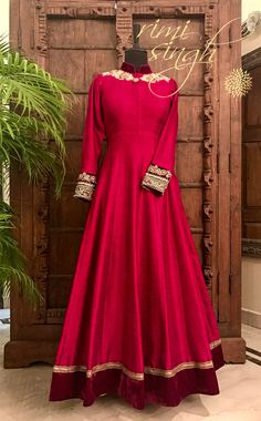 red,❤ i want this Indian Gowns, Indian Attire, Ethnic Dress, Indian Ethnic Wear, India Fashion, Ethnic Fashion, Pakistani Outfits, Indian Outfits, Anarkali Dress
