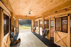 For our barn-Horse Barn Design Ideas, Pictures, Remodel, and Decor - page 5 Barn Stalls, Horse Stalls, Dream Stables, Dream Barn, Horse Barn Plans, Horse Barn Decor, Horse Barn Designs, Barn Layout, Small Barns
