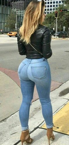 Now that is exactly how those jeans should look ladys! Sexy Jeans, Superenge Jeans, Jeans With Heels, Curvy Jeans, Skinny Jeans, Best Jean Brands, Vrod Harley, Beste Jeans, Girls Jeans
