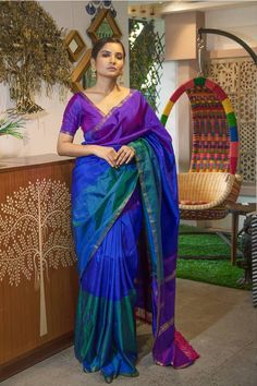 Want to try out some New Saree Styles for the next wedding function? Check out amazing ruffles and peplum saree designs that are also available on budget. Kanjivaram Sarees Silk, Blue Silk Saree, Indian Silk Sarees, Indian Beauty Saree, Mysore Silk Saree, White Saree, Silk Cotton Sarees, Kanchipuram Saree, Indian Fashion Dresses