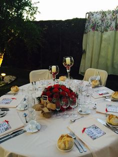 La mesa romántica preparada para el banquete al aire libre en nuestros jardines. #PradodelArca #Talavera #TalaveradelaReina #Bodas #Eventos #Celebraciones #Catering #Jardines #Romantico #Romantic #Amor #Wedding #Gardens #Love #Cocktail #Decoracion #Decoration #Rosas #Roses #Flores #Flowers #CentrodeMesa #CenterPiece #Banquete #Reception