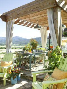 love this veranda style patio...