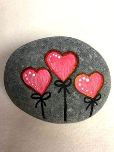 25 Gorgeous Painted Rocks Valentines Day Ideas – Steine bemalen – … – Eventpl… – The Best One Valentine's Day Pebble Painting, Pebble Art, Stone Painting, Rock Painting Ideas Easy, Rock Painting Designs, Stone Crafts, Rock Crafts, Art Pierre, Rock Design