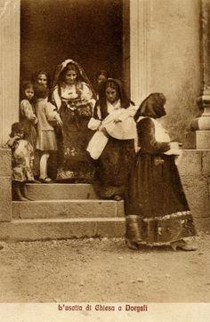 Donne di Dorgali con il costume della festa