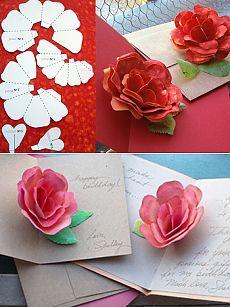 Праздничная открытка с красивым цветком внутри
