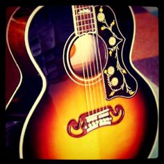 Gibson SJ 200