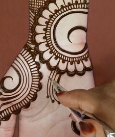 Rose Mehndi Designs, Latest Henna Designs, Back Hand Mehndi Designs, Simple Arabic Mehndi Designs, Henna Art Designs, Mehndi Designs For Girls, Mehndi Designs For Beginners, Stylish Mehndi Designs, Dulhan Mehndi Designs