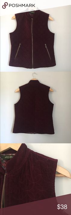 Eddie Bauer Maroon Corduroy Vest Size Small Gorgeous lined maroon vest in a circle pattern with a front and side zippers. Perfect to throw on with leggings and riding boots for the winter. Excellent used condition. Eddie Bauer Jackets & Coats Vests