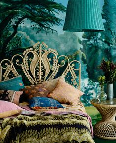 Peacock Bed Head - Natural - Queen    The Family Love Tree