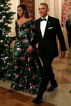 First Lady Michelle Obama and President Barack Obama - killer gown! African Fashion Dresses, African Dress, Barak And Michelle Obama, Barack Obama Family, Michelle Obama Fashion, First Black President, Estilo Real, Black Presidents, Gucci Dress