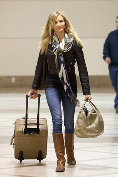 Cameron Diaz Knee High Boots - Cameron Diaz looked polished in tan leather knee… Mode Outfits, Fall Outfits, Casual Outfits, Fashion Moda, Love Fashion, Womens Fashion, Travel Fashion, Cameron Diaz Style, Cameron Diaz Hair