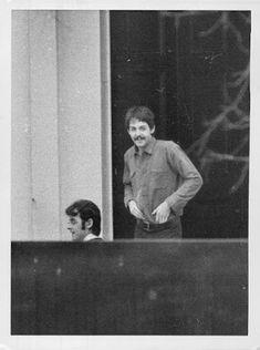 Paul McCartney & Robert Fraser at Cavendish Avenue Sir Paul, John Paul, My Love Paul Mccartney, Boho Life, Abbey Road, Ringo Starr, All You Need Is Love, Great Bands, John Lennon