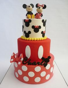 Mickey and Minnie Cake Bolo Fake Minnie, Mickey And Minnie Cake, Bolo Mickey, Mickey Cakes, Minnie Mouse Cake, Disney Mickey, Disney Cars, Pretty Cakes, Cute Cakes