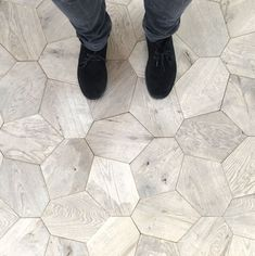 3 Eloquent Cool Tips: Slate Flooring Update parket flooring clean.Flooring Trends Style farmhouse flooring with oak cabinets. Decoration Inspiration, Interior Inspiration, Design Inspiration, Bathroom Inspiration, Floor Design, Tile Design, House Design, Paving Design, Floor Patterns